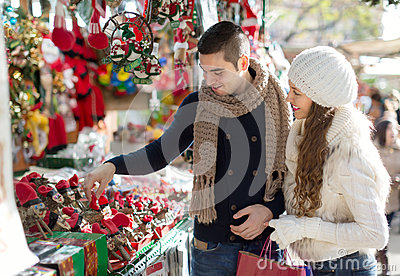 http://thumbs.dreamstime.com/x/happy-married-couple-catalan-christmas-market-smiling-60281837.jpg