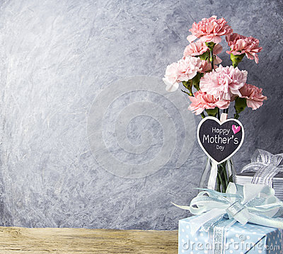Free Happy Mothers Day Message On Heart Wood And Pink Carnation Flowe Stock Photos - 92021673