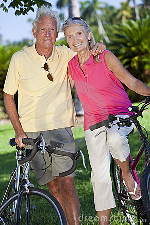 Free Happy Senior Couple On Bicycles In A Park Royalty Free Stock Photos - 21321128