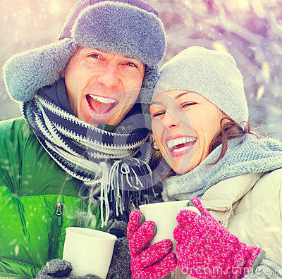 Free Happy Winter Couple With Hot Drinks Outdoors Royalty Free Stock Images - 45289079