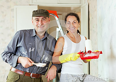 Happy woman and man makes repairs