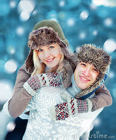 Free Happy Young Couple Having Fun Playing Outdoors In Winter Royalty Free Stock Photography - 49574157