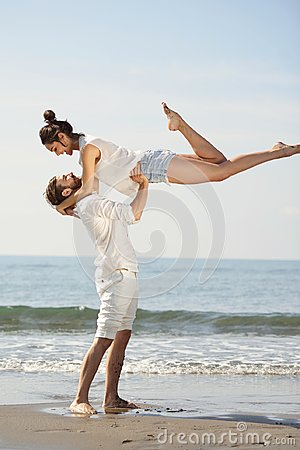 Free Happy Young Romantic Couple In Love Have Fun On Beautiful Beach At Beautiful Summer Day. Royalty Free Stock Images - 104380339