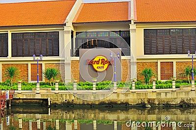 Hard Rock Cafe por el río de Melaka Imagen editorial