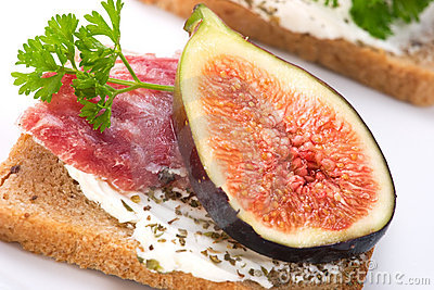 Hard salami with figs canapes