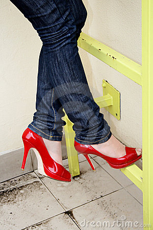 Free Harmonous Legs In Jeans And Red Shoes Stock Photography - 4820002
