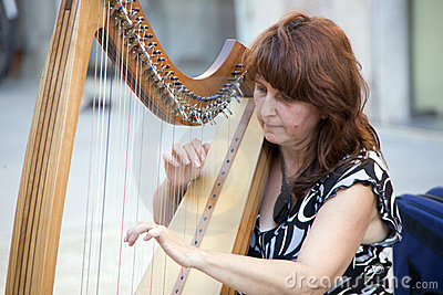 Harp player at buskers festival in ferrara Editorial Photography