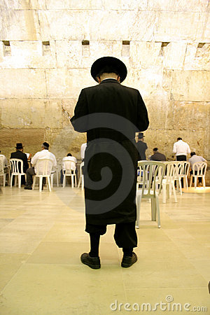 Hasidic jews by wailing wall