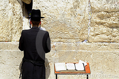 Hasidic jews by wailing wall