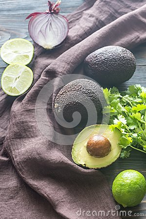 Free Hass Avocados With Ingredients For Guacamole Royalty Free Stock Images - 101726609