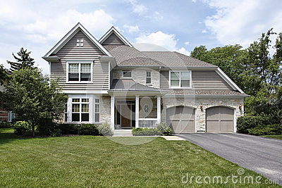 haus mit doppelgarage stockfoto bild 63890567. Black Bedroom Furniture Sets. Home Design Ideas