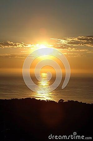 Hav över soluppgång