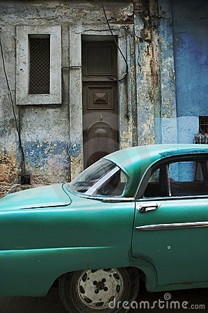 Havana facade and old timer