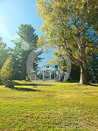 Hübsches Haus auf einem Hügel