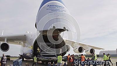 HD Antonov 225 αεροπλάνο Mriya με το ανοιγμένο φορτίο