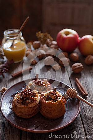 Free Healthy Baked Apples Stuffed With Nuts Raisins And Cinnamon Sticks Royalty Free Stock Photography - 67601917