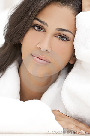 Free Healthy Beautiful Brunette Woman In Spa Robe Royalty Free Stock Images - 19196899