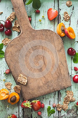 Free Healthy Breakfast Background With Cereal, Cherry, Apricot And Strawberry Stock Photo - 118219390