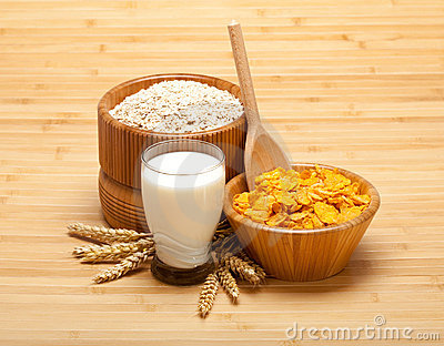 Healthy food - corn flakes with milk
