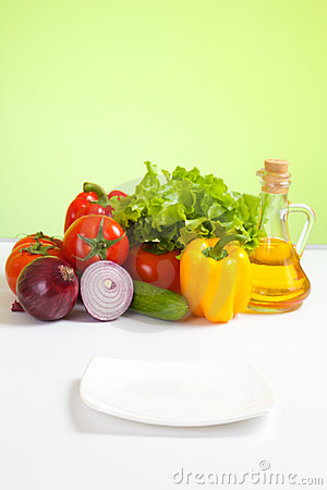 Free Healthy Food Vegetables And Focused White Plate Stock Photography - 18921752