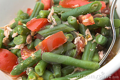 Healthy lunchsalad consisting of green beans, with little bits of tuna ...