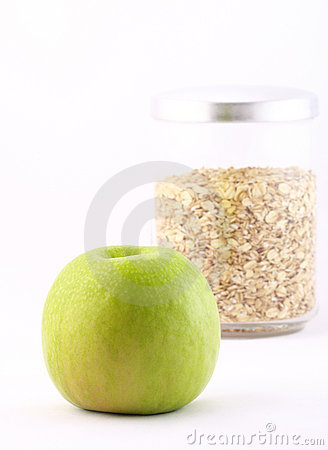 Healthy nourishment: oat flakes and green apple