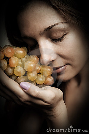 Healthy nutrition - woman with fresh grapes