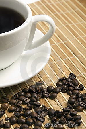 Free Heart Made ​​of Coffee Beans Royalty Free Stock Photos - 23173618