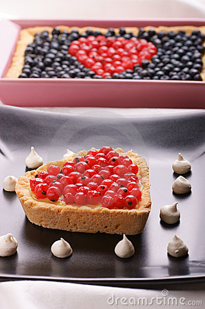 Heart-shaped tart with redcurrants