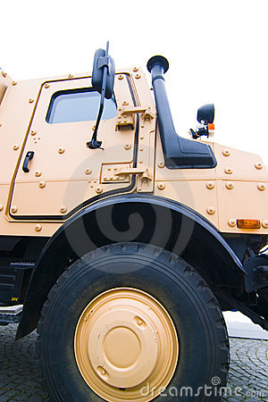 Heavy duty military vehicle