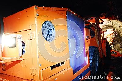 Heavy duty mine machine working