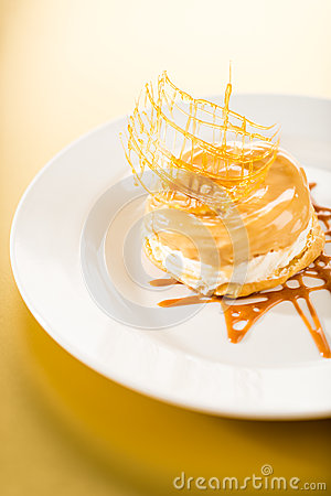 Heerlijk romig dessert met karamelbovenste laagje