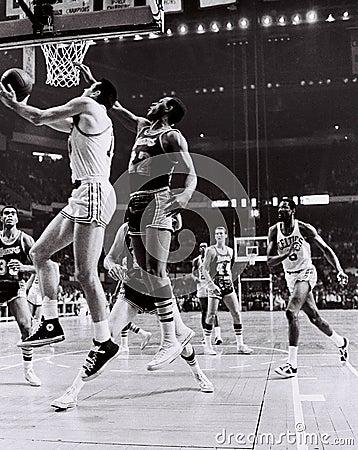 Томми Heinsohn и Celtics Greats Bill Russell Редакционное Фото