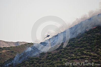 Helicopter vs fire in Sardinia