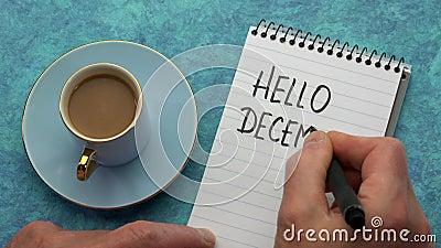 Hello December - een man hand die een nota schrijft stock videobeelden