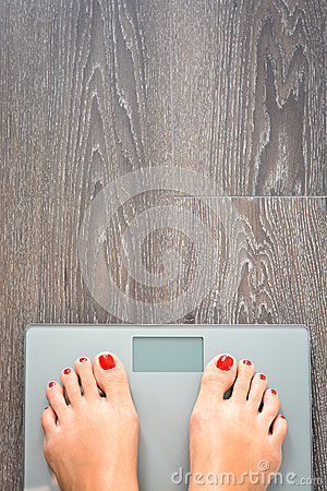 Free Help To Lose Kilograms With Woman Feet Stepping On A Weight Scale Stock Photography - 80760782