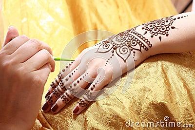 Henna applying