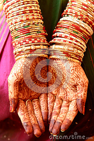 Free Henna Hands And Bangles Stock Photography - 34747092