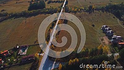 Herbstsaison in Bergsicht von oben stock video footage