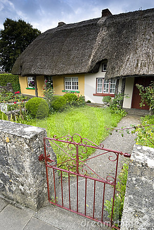 Free Heritage Cottage In Adare Royalty Free Stock Photos - 15670178