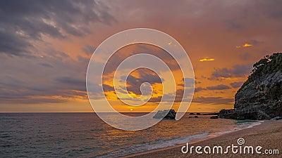 Hermoso amanecer del mar Lapso de tiempo metrajes