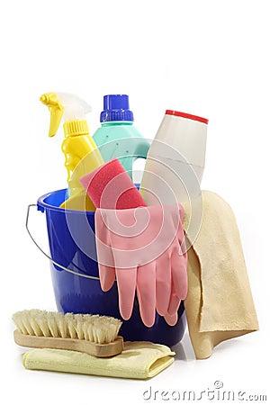 Herramientas de la limpieza en un compartimiento