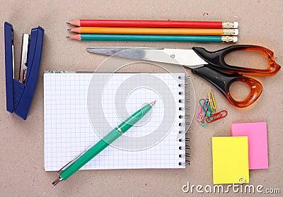 Herramientas de la oficina o herramientas de la escuela for Herramientas de oficina