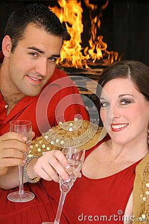 Herrliche Paare, die Jahrestag feiern