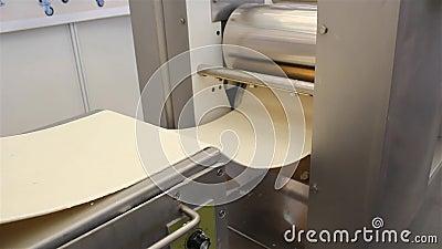 Herstellung der Nudelmaschine stock footage