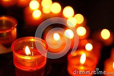 Het aanbieden van Kaarsen