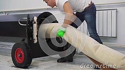 Het automatische was en schoonmaken van tapijten Industriële lijn voor wastapijten stock footage
