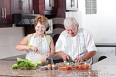 Het bejaarde paar koken royalty vrije stock afbeelding beeld 23456026 for Beeldkoken
