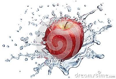 Het bespatten van de appel in water