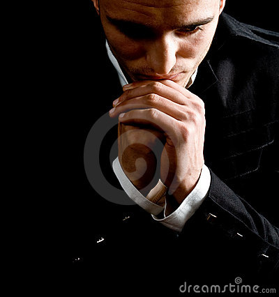 Het bidden van de zakenman